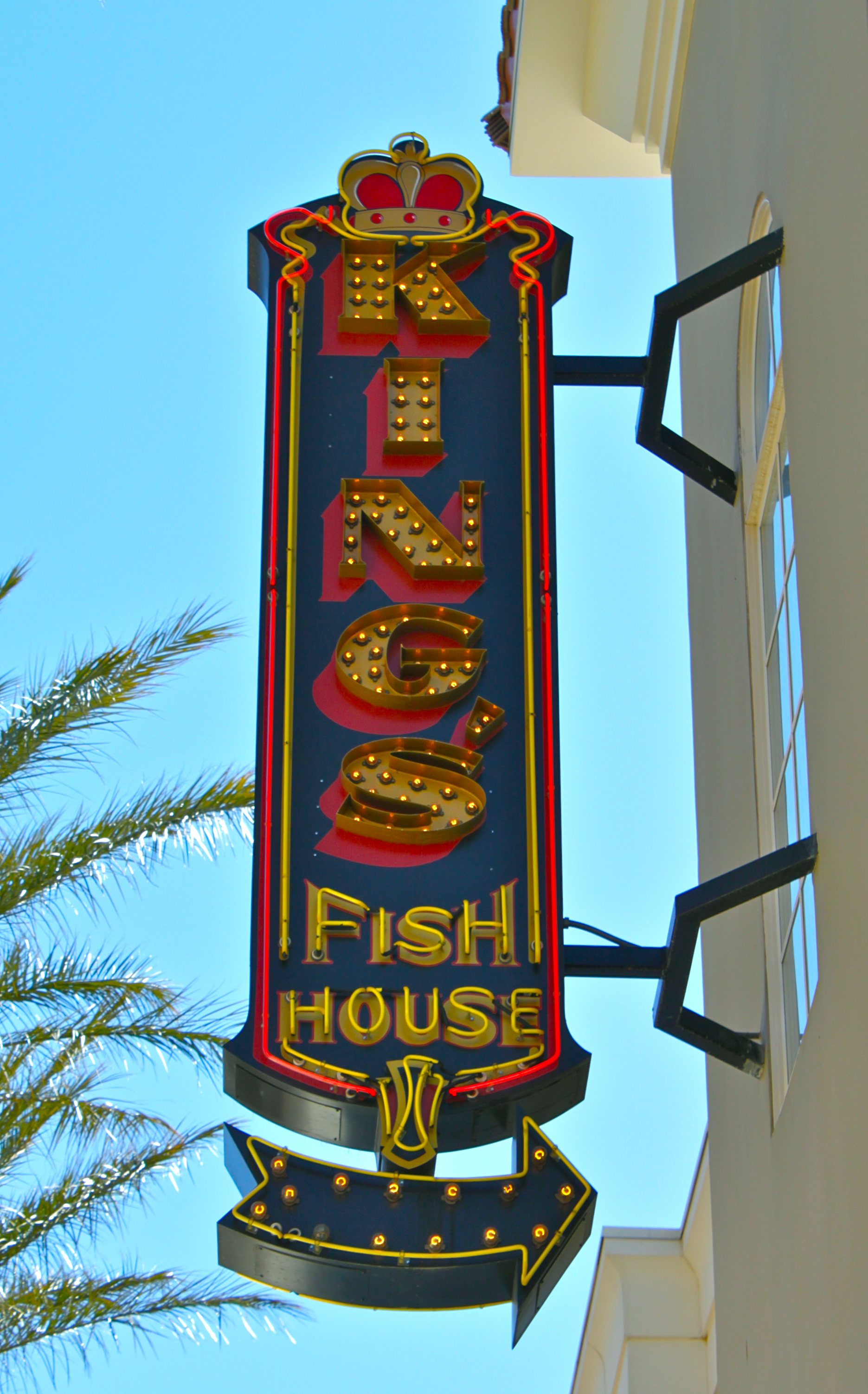 Daily neon for Kings fish house